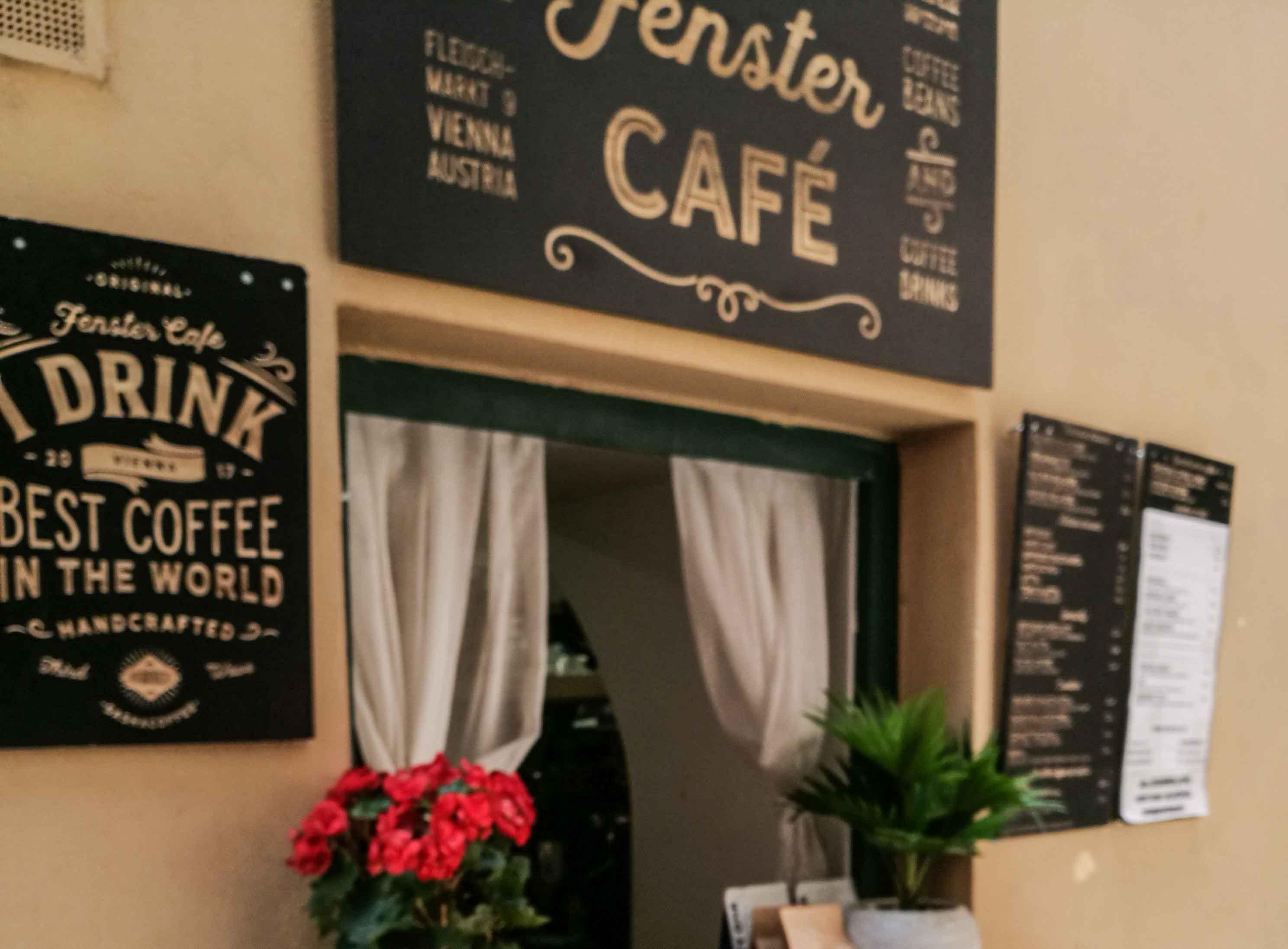 Willkommen im kleinsten Café Wiens – das Fenstercafé