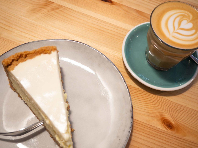 Kaffee und Cheesecake im Wilke Berlin
